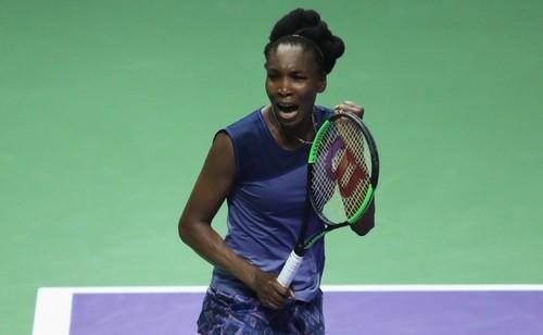Винус Уильямс переиграла Гарбинье Мугурусу наитоговом турнире WTA вСингапуре